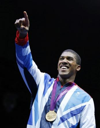 Olympic Hero to switch on Christmas lights today