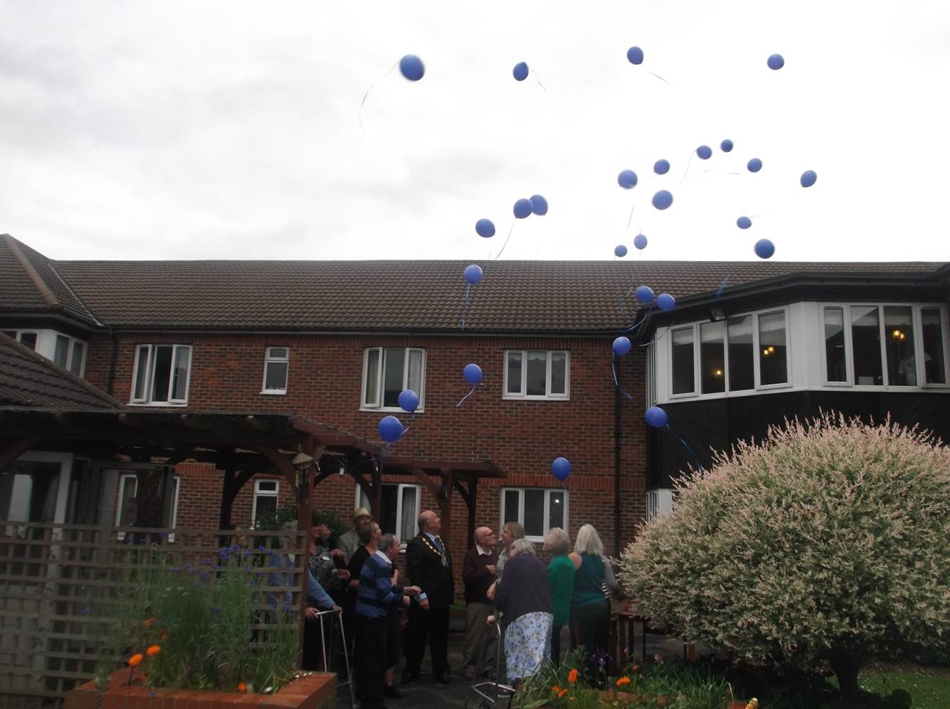 Balloon release marks end of Dementia Awareness Week