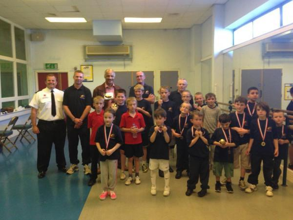 A former World Light heavyweight champion wowed pupils of a boxing club in an awards ceremony.