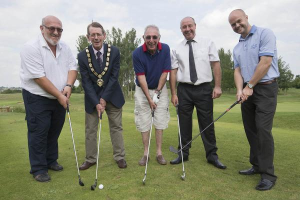 52 players took to the Radlett Park Golf Club to tee off in the sun last Thursday, in aid of Hertsmere Mencap.
