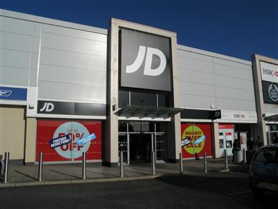 Police were called to JD Sports in the Borehamwood Shopping Park at 10.57am yesterday following reports of an incident between a teenager and staff members.