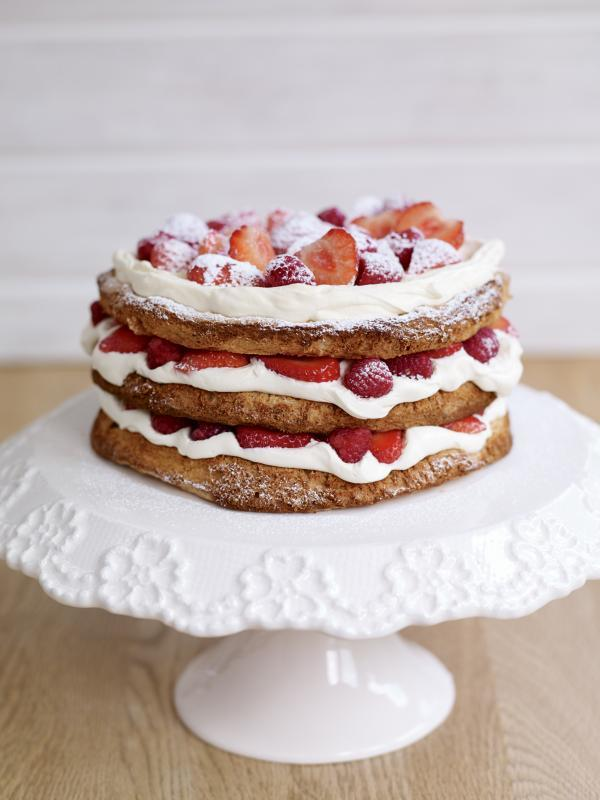 Hazelnut meringue and strawberry layer cake