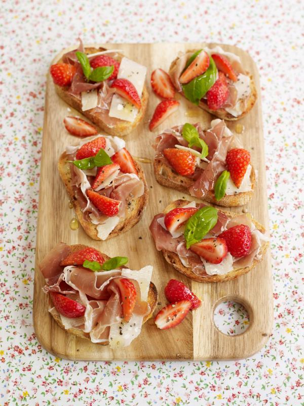 Recipe: Sophie Michell's Sweet Eve Strawberry, Parma Ham and Parmesan Crostini