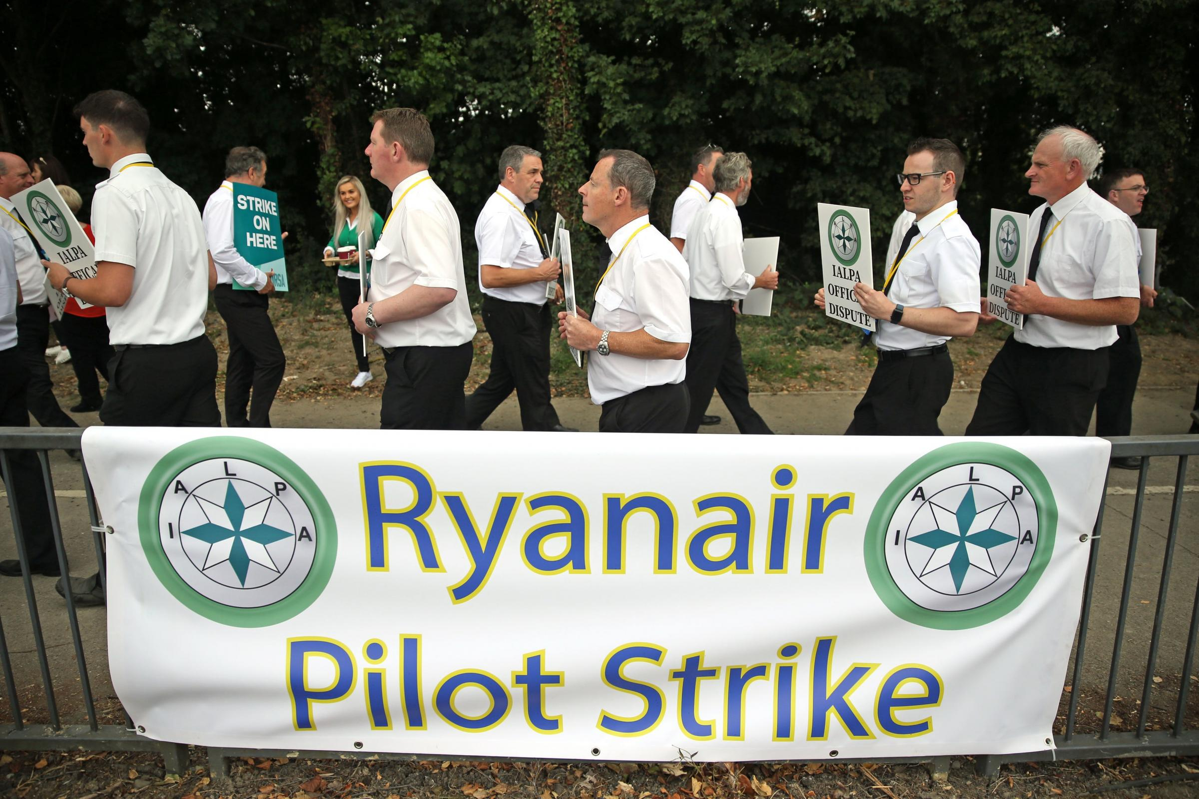 Ryanair pilots picket outside Dublin Airport
