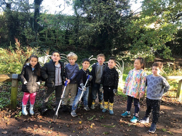 Pupils helped clear the path between Tesco and Yavneh College