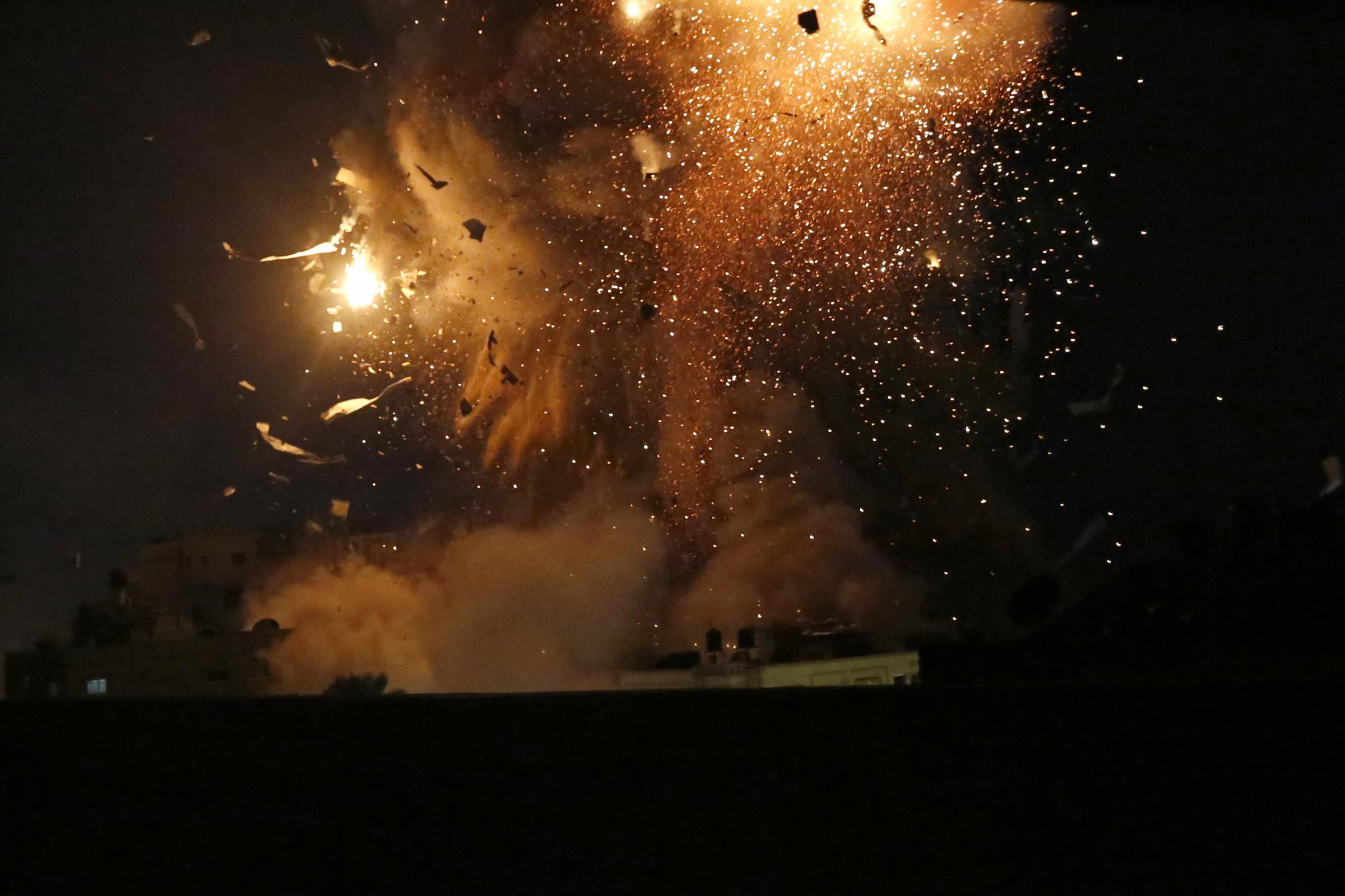 Rocket barrages from Gaza prompt further Israeli air strikes